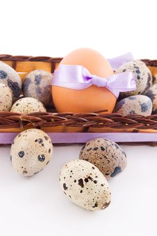 Free Quail And Chicken Eggs In Basket Royalty Free Stock Photos - 18735068