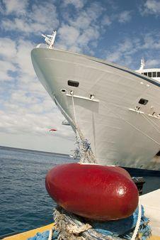 Free Cruiseship At Peer Royalty Free Stock Photography - 18739607