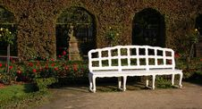 Free White Bench In Park Stock Photography - 18740152