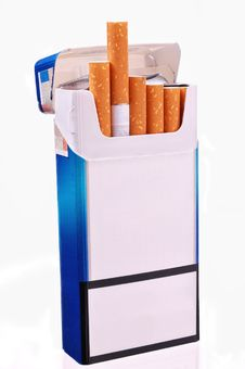 Free Open Pack Of Cigarettes Stock Photography - 18740902