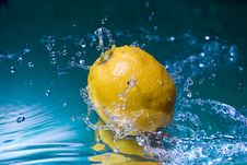 Free Lemon In Water Stock Photo - 18741960