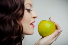 Free Beautiful Girl With Green Apple Stock Photography - 18746722
