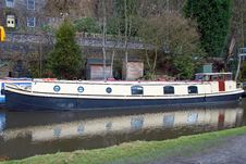 Free Old Blue And Cream Narrowboat Royalty Free Stock Images - 18753859