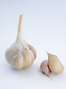 Free Head And The Cloves Of Garlic Royalty Free Stock Photos - 18754058