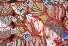 Free Whole Fresh Fishes Are Offered In The Fish Market Royalty Free Stock Photo - 18769175
