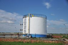 Free Oil Tank Royalty Free Stock Images - 18769409