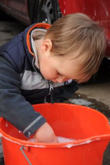 Free Boy Playing With Water Royalty Free Stock Photo - 18770915
