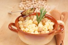 Free Small Thimbles With Chickpea Stock Photography - 18771252