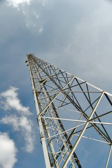 Free Tower With Antennas Microwave Transmission Royalty Free Stock Photo - 18776805