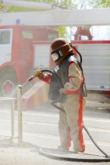 Free Worker In A Protective Suit Spraying Sand Royalty Free Stock Photos - 18778098
