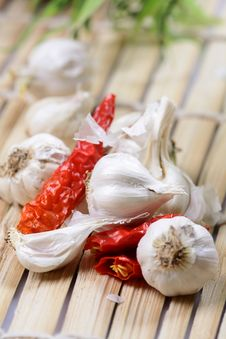Free Red Chillies And Garlic Royalty Free Stock Image - 18789006