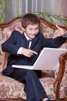 Free Happy Business Boy Pointing In Computer Screen Royalty Free Stock Photography - 18789437