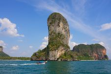 Free Rock Towering Above The Ocean Royalty Free Stock Image - 18789606