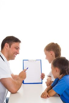Free Pediatrition Talking With Two Patients Stock Images - 18797154