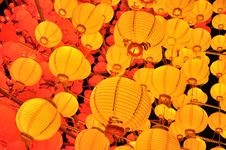 Free Yellow Lanterns Royalty Free Stock Photography - 18799777