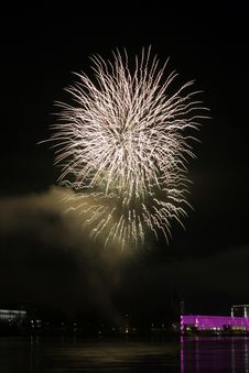 Free Zig Zac Fireworks Over The Danube In Linz, Austria 14 Royalty Free Stock Images - 1881249