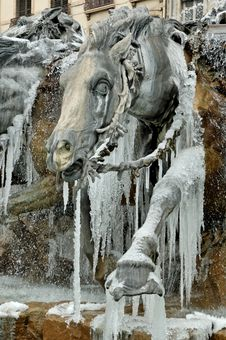 Free Frozen Fountain In Lyon (france) Royalty Free Stock Images - 1888969