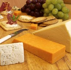 Free Selection Of Cheese And Crackers Royalty Free Stock Photography - 18800127