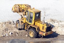 Free Road  Movement  Loader  Snow Royalty Free Stock Photos - 18800168