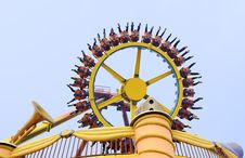 Free Rotating Wheel In An Amusement Park Royalty Free Stock Photo - 18811025