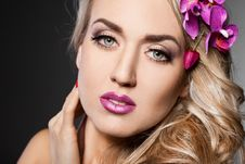 Free Fashionable Woman With Orchid Royalty Free Stock Photos - 18815248