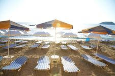 Free Umbrellas And Chairs On Sand Beach Royalty Free Stock Photos - 18821088