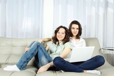 Free Couple With Laptop Royalty Free Stock Images - 18824879