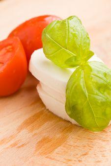 Tomatoe And Mozzarella On Cutting Board Royalty Free Stock Image