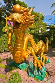 Free Golden Dragon In Park Stock Photography - 18866342