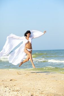 Free Girl Run On Coast Of A Sea Royalty Free Stock Images - 18869829