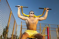 Free Muscular Man Doing Weightlifting Royalty Free Stock Photos - 18869848