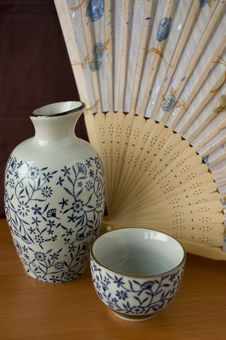 Free Sake Set With Wooden Fan Royalty Free Stock Photography - 18881027