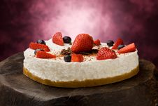 Free Cake With Strawberries Stock Photography - 18885242