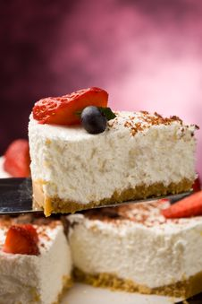 Free Cake With Strawberries Royalty Free Stock Photography - 18885317