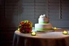 Free Green And White Wedding Cake On Table Royalty Free Stock Photo - 18886425