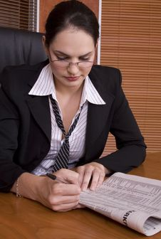 Free Business Woman Paper Royalty Free Stock Image - 1894956