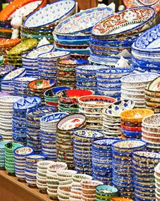 Free Ceramic Plates And Bowls At Market Royalty Free Stock Image - 18901486