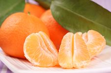Whole And Sectioned Clementines Royalty Free Stock Photography