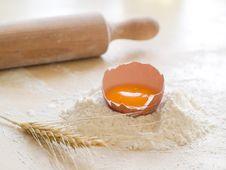 Free Flour With Egg Stock Photo - 18905430