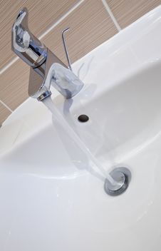 Free Bathroom Tap Royalty Free Stock Image - 18907226