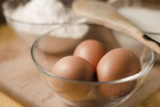 Free Eggs In A Bowl Stock Images - 18911154