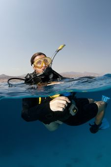 Free Female Scuba Diver On The Surface Royalty Free Stock Image - 18916806