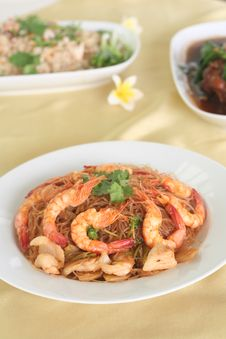 Free Roast Shrimps And Vermicelli Royalty Free Stock Image - 18918306