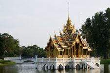 Free The Royal Summer Palace At Bang Pa In, Thailand Royalty Free Stock Image - 18923046