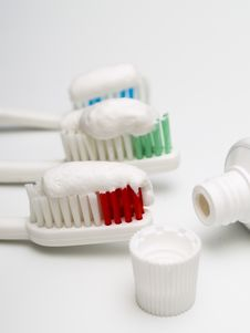 Free Toothbrushes Royalty Free Stock Images - 18924589