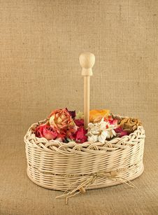 Free Dry Flowers In The Basket Royalty Free Stock Photography - 18925277