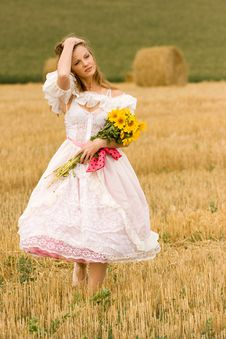 Free Woman In Field Royalty Free Stock Photography - 18927067