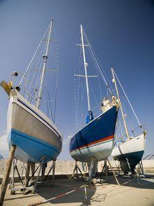 Free Luxury Yachts In Marina Stock Images - 18930014