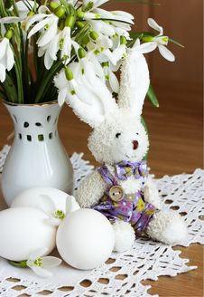 Free Eggs, Rabbit And Snowdrops Royalty Free Stock Photos - 18931868