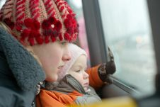 Free Mother With Daughter Look To Bus Window Royalty Free Stock Photos - 18932218